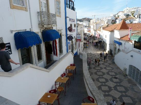 Centro Histórico de Albufeira: Tunnel Street leading to the beach.