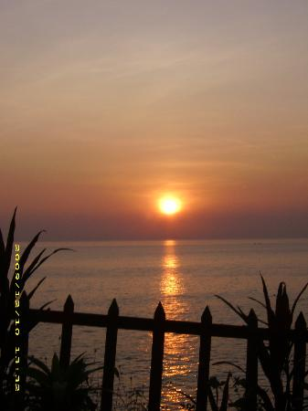 Sunshine Cafe/Sea Food Restaurant: sunset, ein magischer Ort, i love it