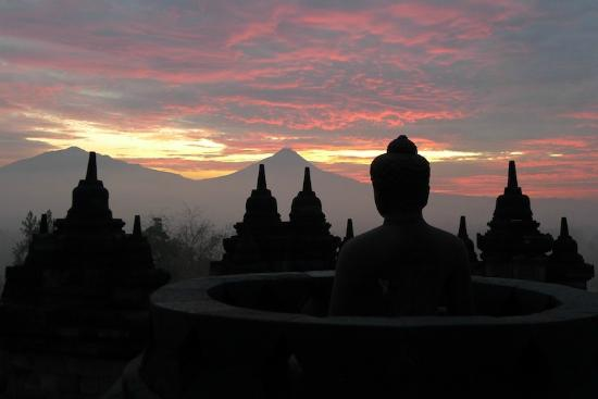 Amanjiwo Resorts: Sunrise from Borobudur