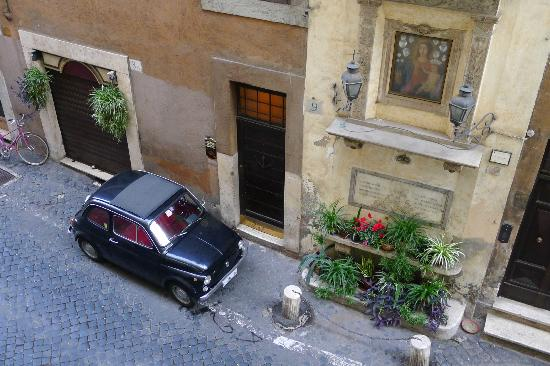 Hotel Le Clarisse al Pantheon: vue par la fenêtre de notre chambre