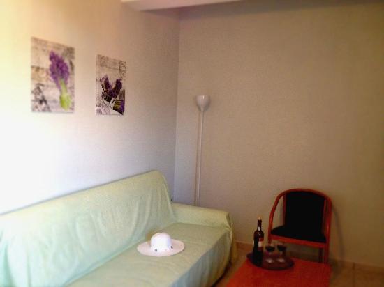 Helios Apartments: livingroom