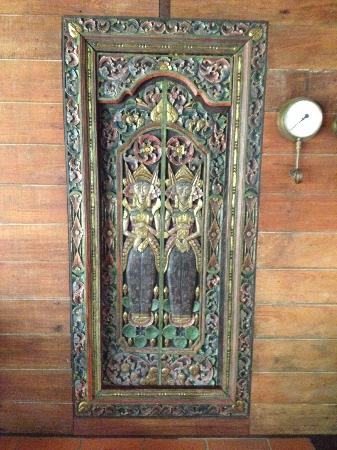 Amazing Wollumbin Palms Retreat at Mt Warning: Ornate Carvings