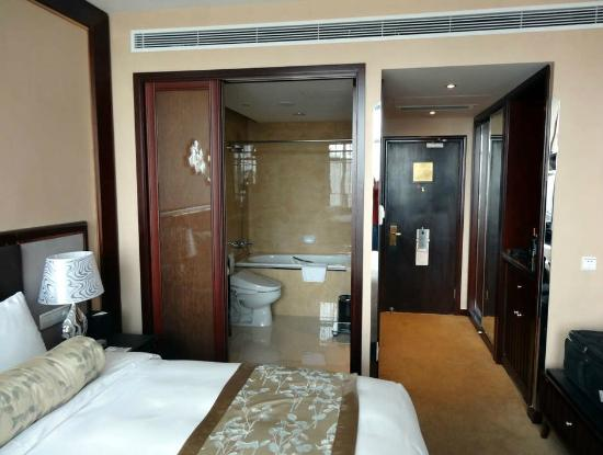 Friendship Hotel Hangzhou: how the bathroom opens up to the room