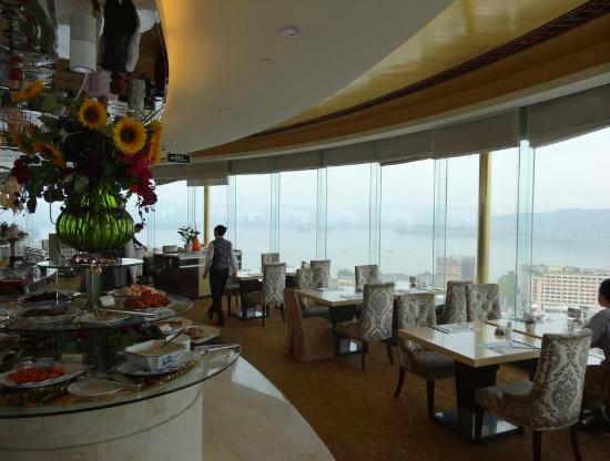Friendship Hotel Hangzhou: top floor revolving restuaraunt with views of West Lake