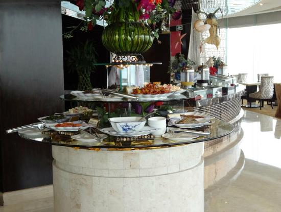โรงแรมหังโจว เฟรนด์ชิพ: small part of the breakfast buffet selection - excellent presentation