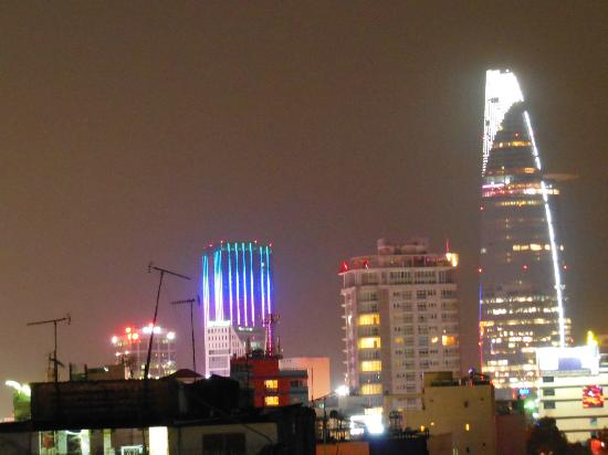 Duc Vuong Hotel: vue terrasse de nuit