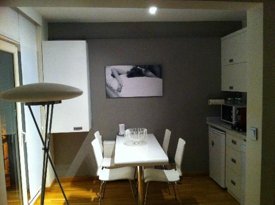 Nuru Ziya Suites: Zona comedor y cocina