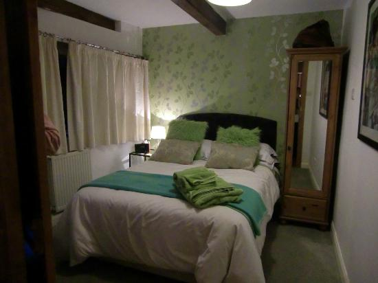 Over the Bridge Bed & Breakfast: The Limes Room