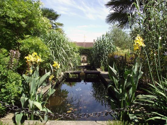 Rhs Garden Wisley Walled