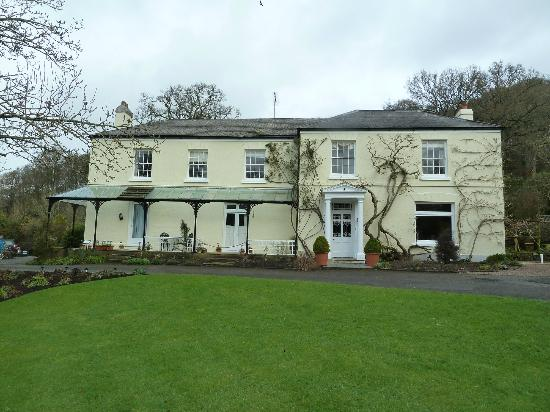 Rosemoor House Apartments: Front of the house converted into appartments