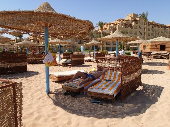 Imperial Shams Resort: Resting at the beach