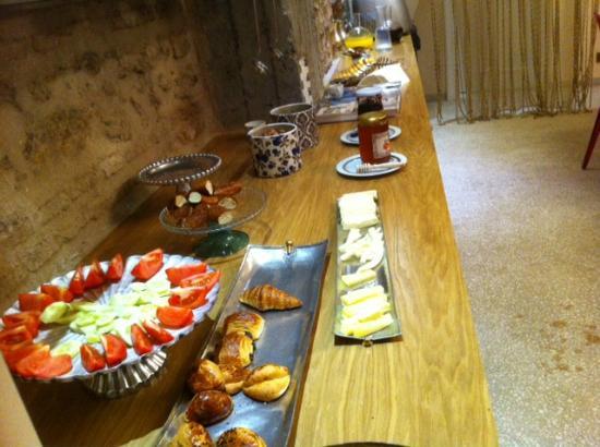 Nuru Ziya Suites: Buffet del desayuno