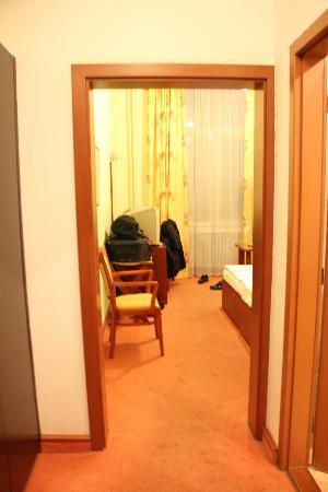 Hotel Atlantic: habitacion desde el pasillo de entrada