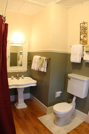 The Mulburn Inn at Bethlehem : Jefferson Bathroom