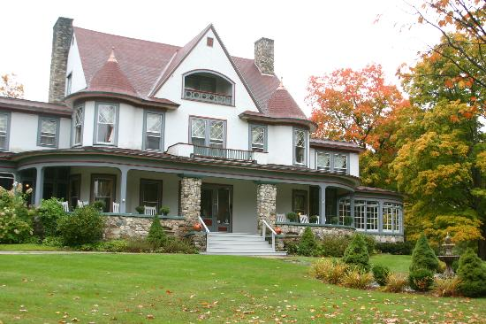 The Mulburn Inn at Bethlehem: Mulburn Inn in Autumn