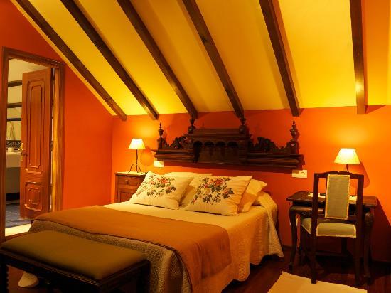 Hotel Rural Cabo Busto: Abuhardillada