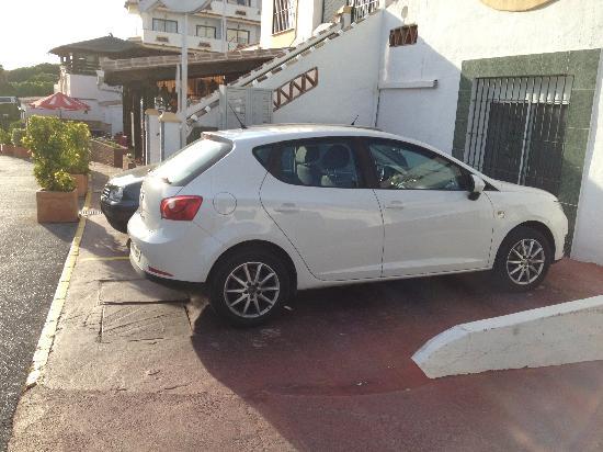 Club Calahonda Crown Resort: Plenty of parking