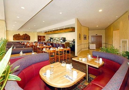 Yakima Valley Hotel and Conference Center: Restaurant seating
