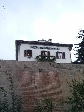 هوتل بونكونتي: vista della facciata dell'hotel 