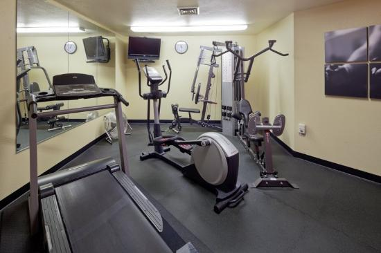 Country Inn & Suites by Radisson, Germantown, WI: CountryInn&Suites Germantown FitnessRoom
