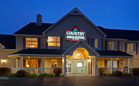 Country Inn & Suites By Carlson, Little Falls: CountryInn&Suites LittleFalls ExteriorNight
