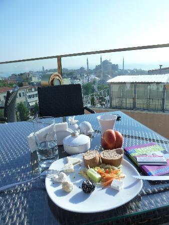Burckin Suites Hotel: Ontbijten dakterras