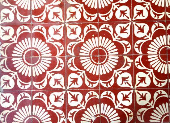 Plaza Mayor Restaurant: The dining room's gorgeous tile floor