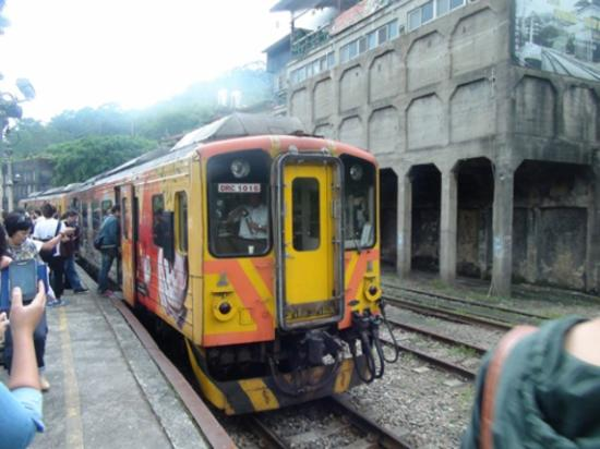 Ping Hsi Branch jernbanelinjen: 瑞芳(RUIFANG)駅にて