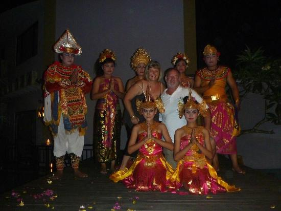 Kuta Central Park Hotel: Traditional dancers at the BBQ night