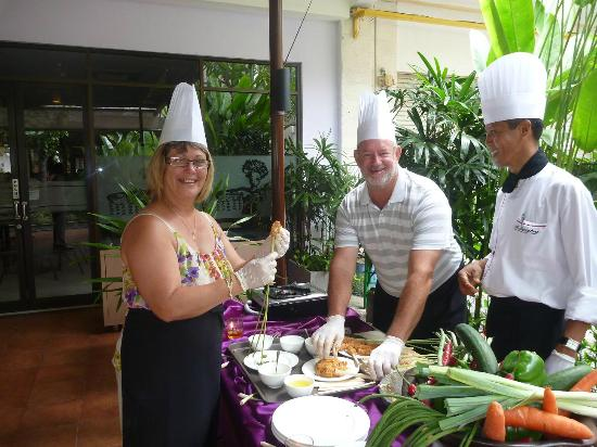 Kuta Central Park Hotel: Cooking up a storm in the cooking class!