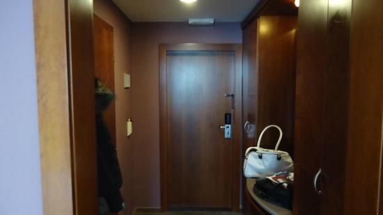 Jalta Boutique Hotel: Room entrance