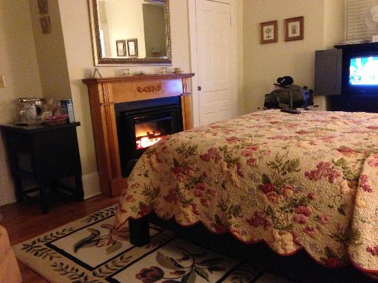 The Troy-Bumpas Inn Bed and Breakfast: There is a sitting area with 2 comfortable chairs just off to the left
