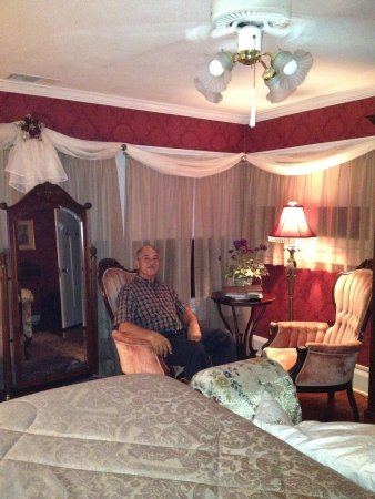 Three Oaks Bed and Breakfast: Lovely rooms