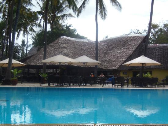 Voyager Beach Resort: Pool bar