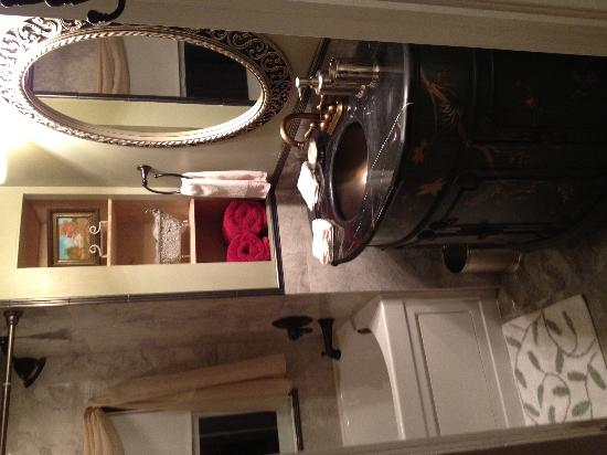 Three Oaks Bed and Breakfast : Rooms with lovely private baths