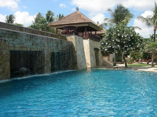 AYANA Resort and Spa: lower waterfall pool