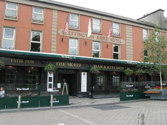 Barnacles Hostel Galway: The Skeff. Pub Crawls available at hostel