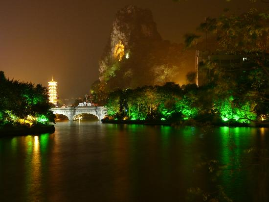 Guilin Park Hotel: Lake Guiju and Pagoda