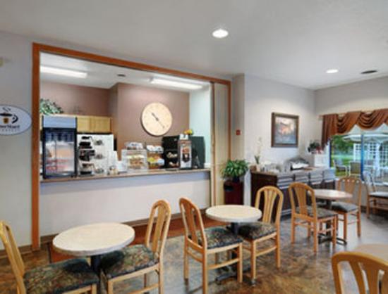 سوبر 8 سبارتا: Breakfast Area