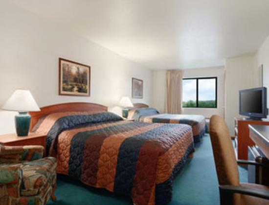 Super 8 Sparta: Standard Two Queen Bed Room