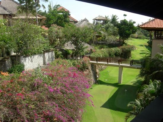 AYANA Resort and Spa Bali: bridge to spa and japanese restaurant over golf course from 4th floor verandah to room.