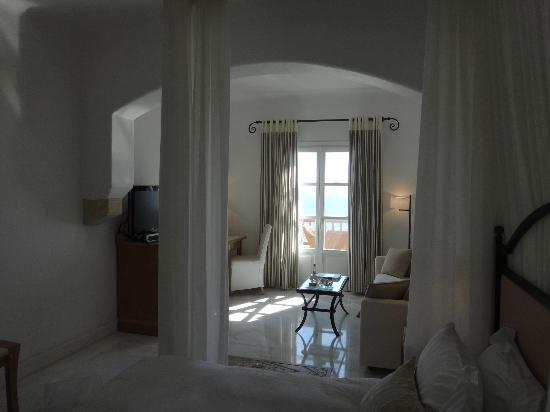 Mykonos Grand Hotel & Resort: 全室ソファーつきの部屋です