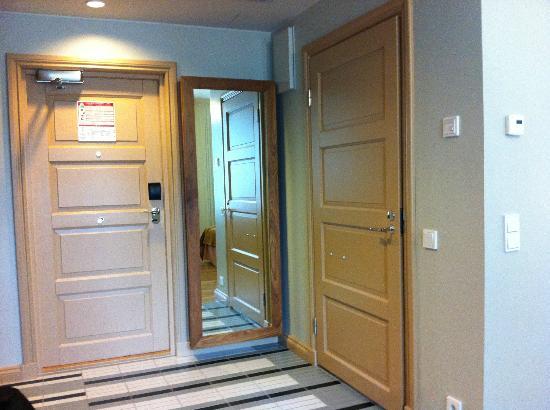 Solo Sokos Hotel Aleksanteri: room entry