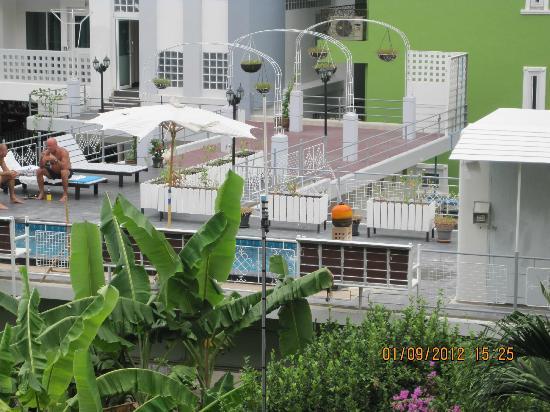 Opey de Place Hotel: Nachbar hotelm sutus court