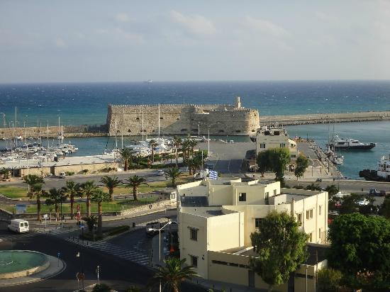 GDM Megaron Hotel: 屋上からの眺め:港前です