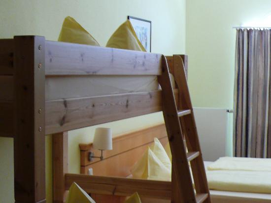 Hotel Nummerhof: Десткая кровать