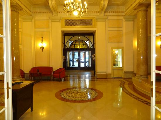La grande porte d 39 entr e picture of ambasciatori palace hotel rome tripadvisor - Grande porte d entree ...