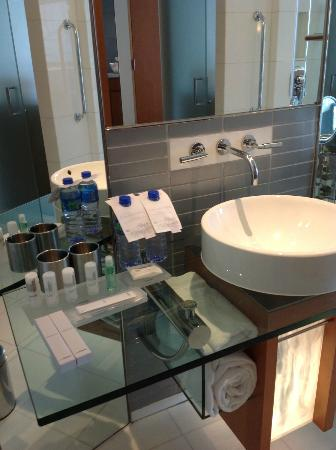 Le Meridien Cyberport: Amenities in the bathroom