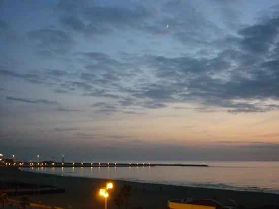 Hotel President: evening sky over the beach