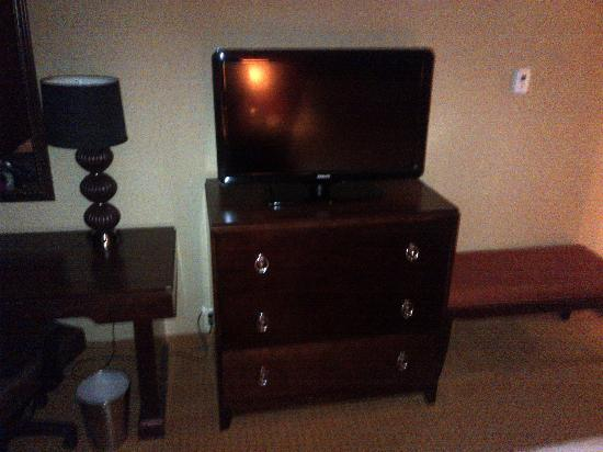 Radisson Hotel Rochester Riverside: In room flat screen